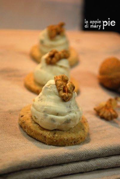 La Apple Pie di Mary Pie: Biscotti sablés alle noci con crema di Gorgonzola e mascarpone