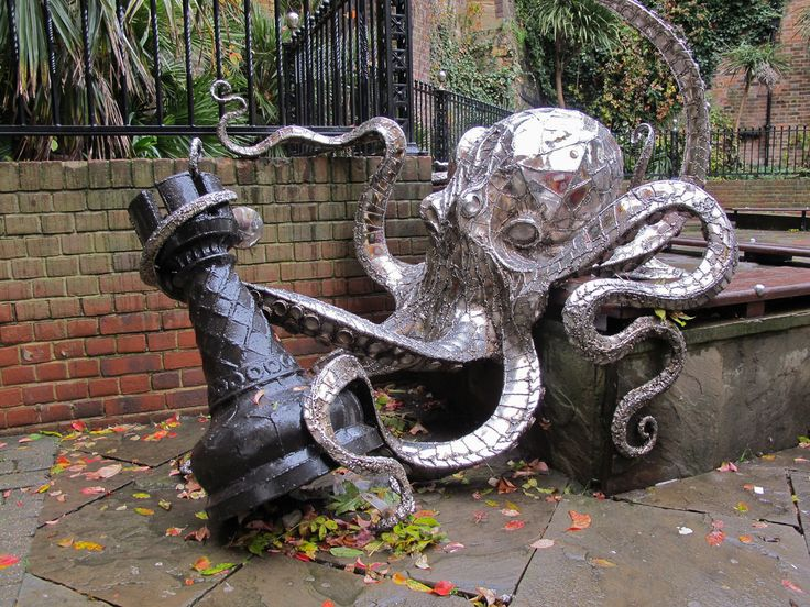 steampunktendencies:  Octopus playing chess. Created by Leigh Dyer at the chess square at Butler's Gap in George Street, Old Town, Hastings,...