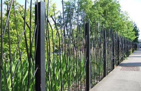 25 beste idee n over metalen tuinhekken op pinterest poort poorten en ijzeren tuinhekken - Grilles clotures metalliques ...