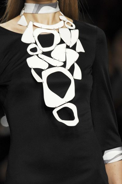 Emilio Pucci Spring 2007 - Details This is definitely a 'statement piece'!