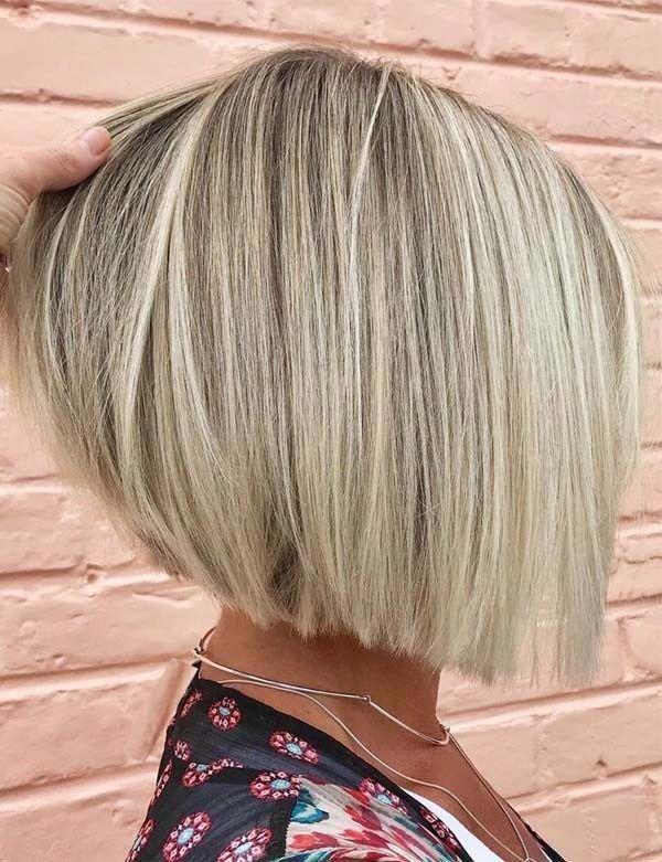 Unglaubliche blonde, stumpfe Bob-Frisuren, die in diesem Jahr zur Schau gestellt werden