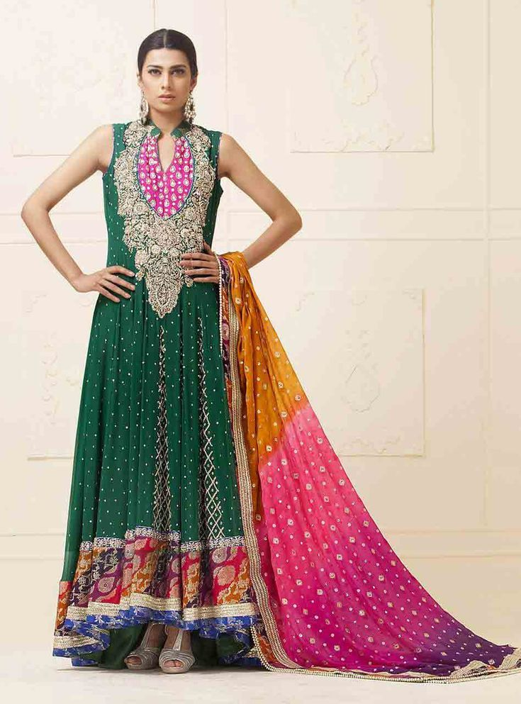 Zainab Chottani Pakistani Mehndi Dresses Designs Collection Online. Zainab Chottani is a name which symbolizes high end fashion. She started with bridal dresses and has recently added pret to her impressive forte.  #bridal #Pakistani #indian #Paris #bridalweek #Lahore #Love #Beautiful #wedding #style #fashion #designerwear #zainabchottani #Mehndi #Barat #Walima #Bride #Designer #desi