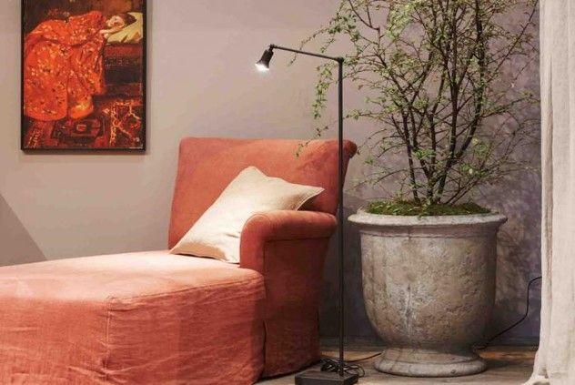 Foto: WLS/ Sarah van Hove       Kleur bekennen   Grijze interieurs, donkere kalk - en krijtverven, vergrijsde accessoires. Grijs is al...