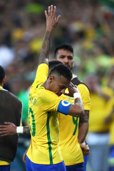 Neymar of Brazil celebrates opening the scoring during the Men's Football Final between Brazil and Germany at the Maracana Stadium on Day 15 of the Rio 2016 Olympic Games on August 20, 2016 in Rio de Janeiro, Brazil.