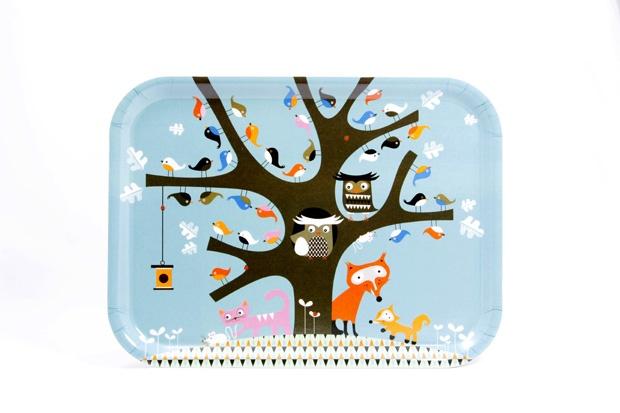 Bufniţe şi vulpiţe pe tavă. http://moodboards.ro/lucruri-frumoase-pentru-acasa-facute-de-trolii-scandinavi/