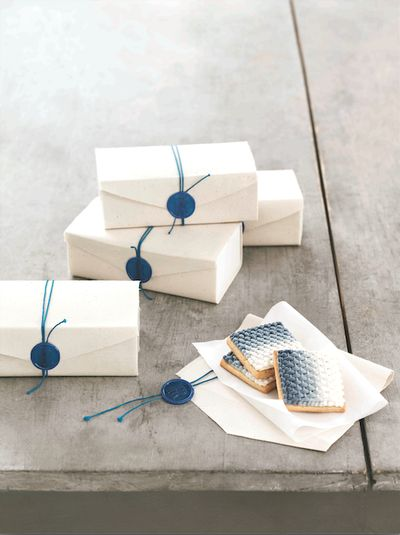 wax seals on canvas favor boxes