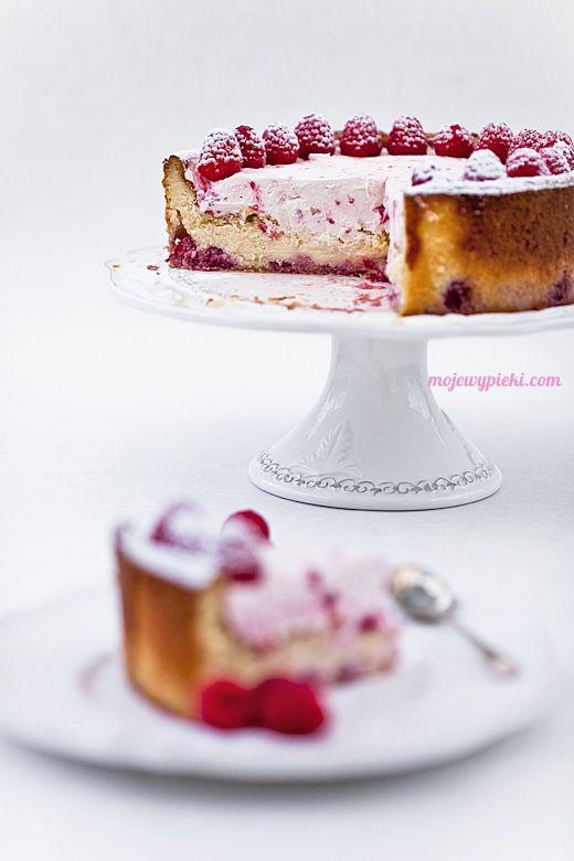 Kuchen mit weißer Schokolade und Himbeeren