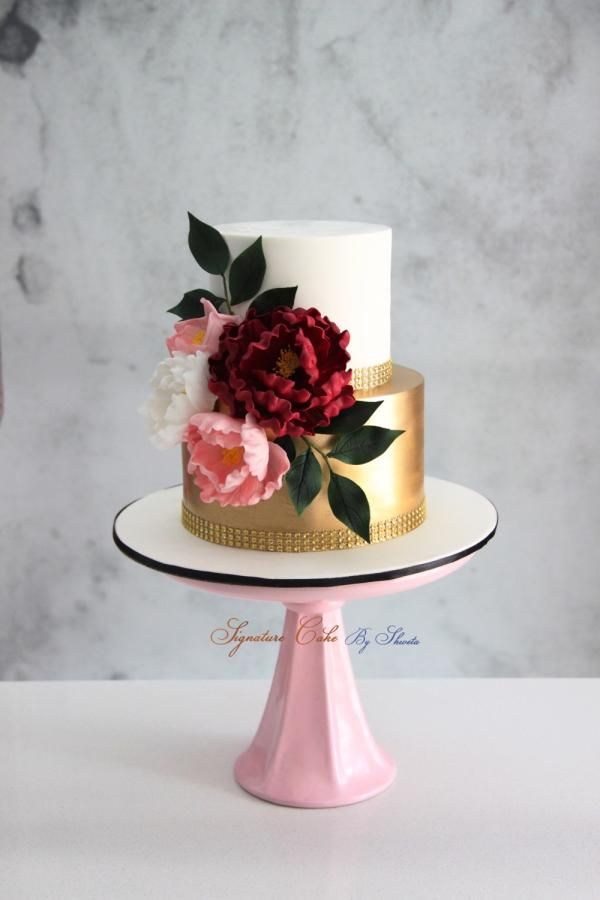 Gold and white !  by Signature Cake By Shweta - http://cakesdecor.com/cakes/303262-gold-and-white