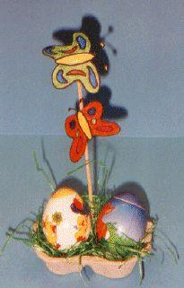 Ostern - Doppel-Eierbecher aus Eierkarton basteln.