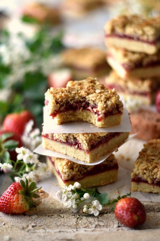 Sweet Gula: Quadrados de Morango com Crumble de Aveia