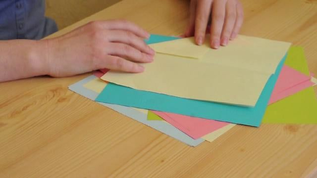 Bookmark origami on Vimeo