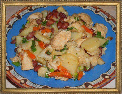 Овощное рагу с курицей и цветной капустой.