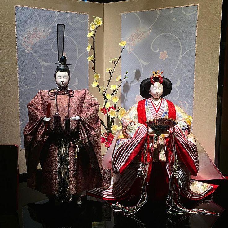 Япония готовится к 3 марта - празднику девочек когда дом украшают кукольной четой с прислугой #куклы #фестиваль #праздник #Япония #март #хинанингё #хинамацури #дома