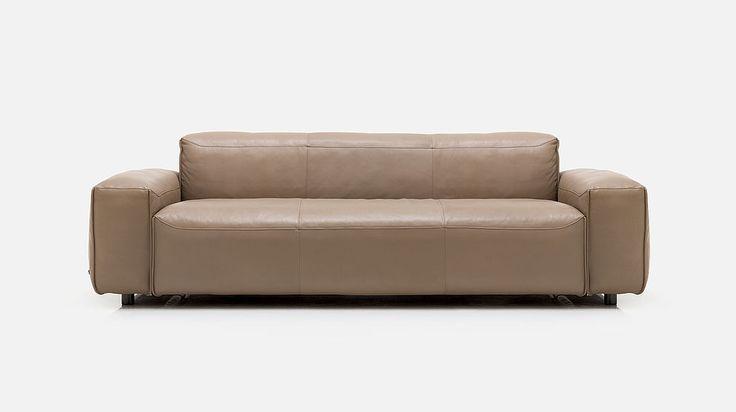 Rolf Benz MIOの座面は豪華でゆったりとしており、印象は柔らかで、腰を掛け、リラックスしてゆったりと横になりたい気にさせます。素材の高級感、入念に仕上げられた座席構造、丁寧で非の打ち所のない加工技術により、このソファーに座ると感覚全体に広がる安らぎを得ることが出来ます