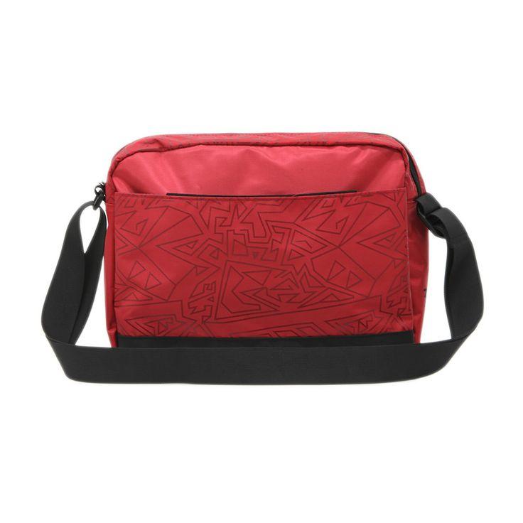 Τσάντα στυλ ταχυδρόμου μεσαίου μεγέθους.Σε κόκκινο χρώμα με δύο μεγάλες θήκες και εσωτερικές τσέπες.
