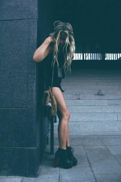 - black shorts - black tank - black booties