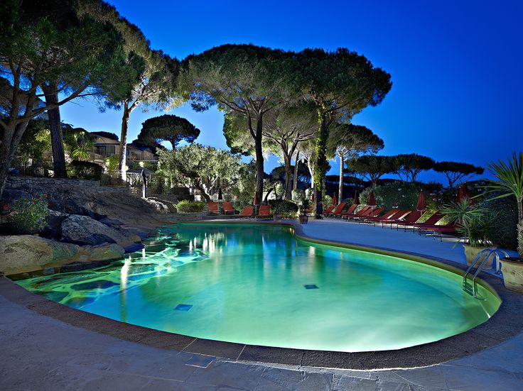 Villa Marie, St Tropez // Piscine de nuit - Pool by night (photo by L. di Orio)  http://en.villamarie.fr/675-swimming-pool.htm http://www.ludovicdiorio.com/