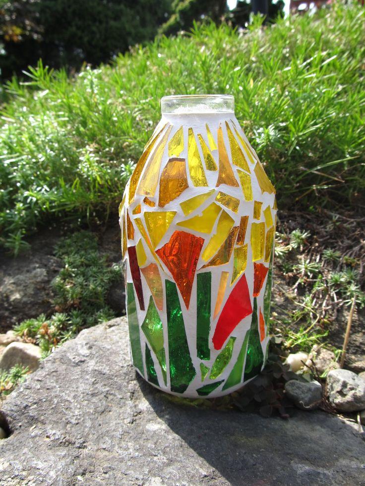 Sluneční Skleněná váza, výška 14 cm, šířka - hrdlo 3 cm - dno 7,5 cm.