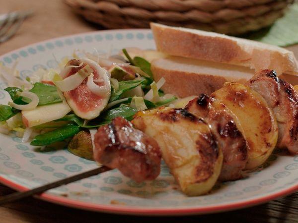 Varkenshaasjes met appeltjes op een spiesje met honing mosterdsaus - Libelle Lekker!