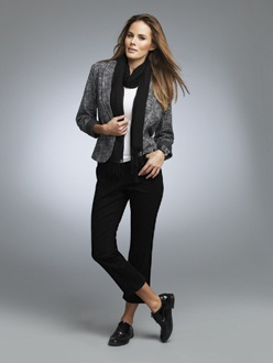 BLACK 6    S13402  Slub Tailored Jacket  Available in *Novelty  Sizes: 2 - 18    E901  Scoop Neck Tank  Available in *White, Black  Sizes: One Size    S13045  Scarf  Available in *Black/White  Sizes: One Size    S13920  Jean Capri  Available in *Black/White  Sizes: 2 - 18