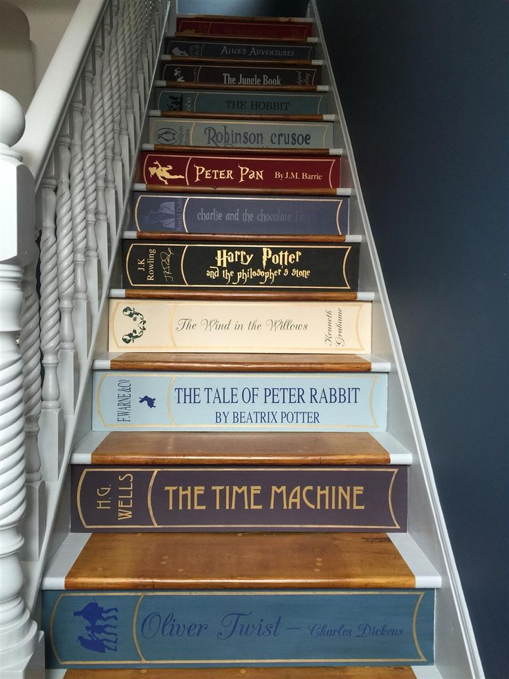Farrow & Ball Stiffkey blue and dimpse. If you can keep your eyes off the amazing stairs that is.