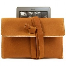Gorgeous smelling Kindle leather cover 'Spin Me Round' is handcrafted in Munich/Bavaria from genuine bio cowhide.