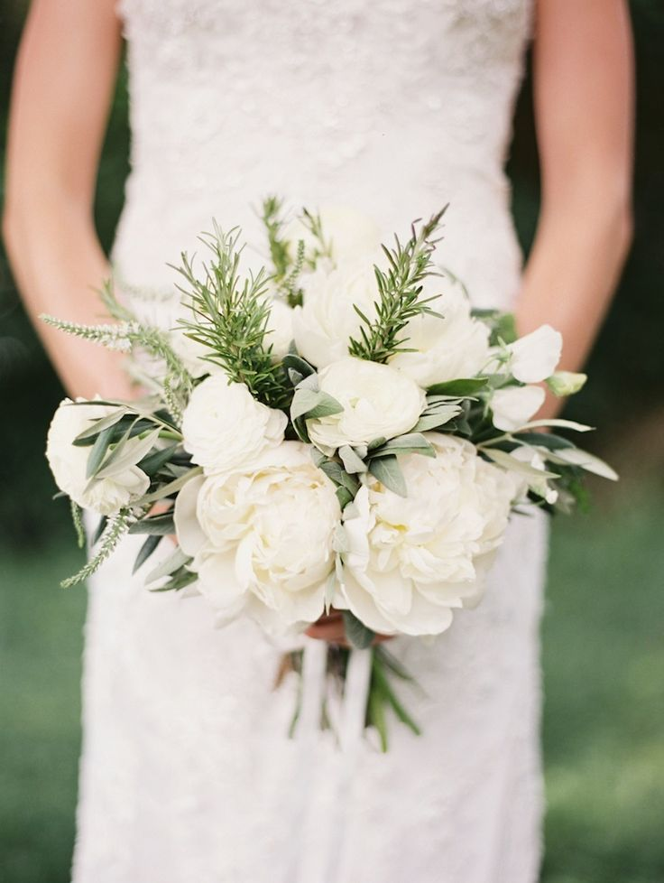 White #peony bridal #bouquet | Photography: http://geneoh.com