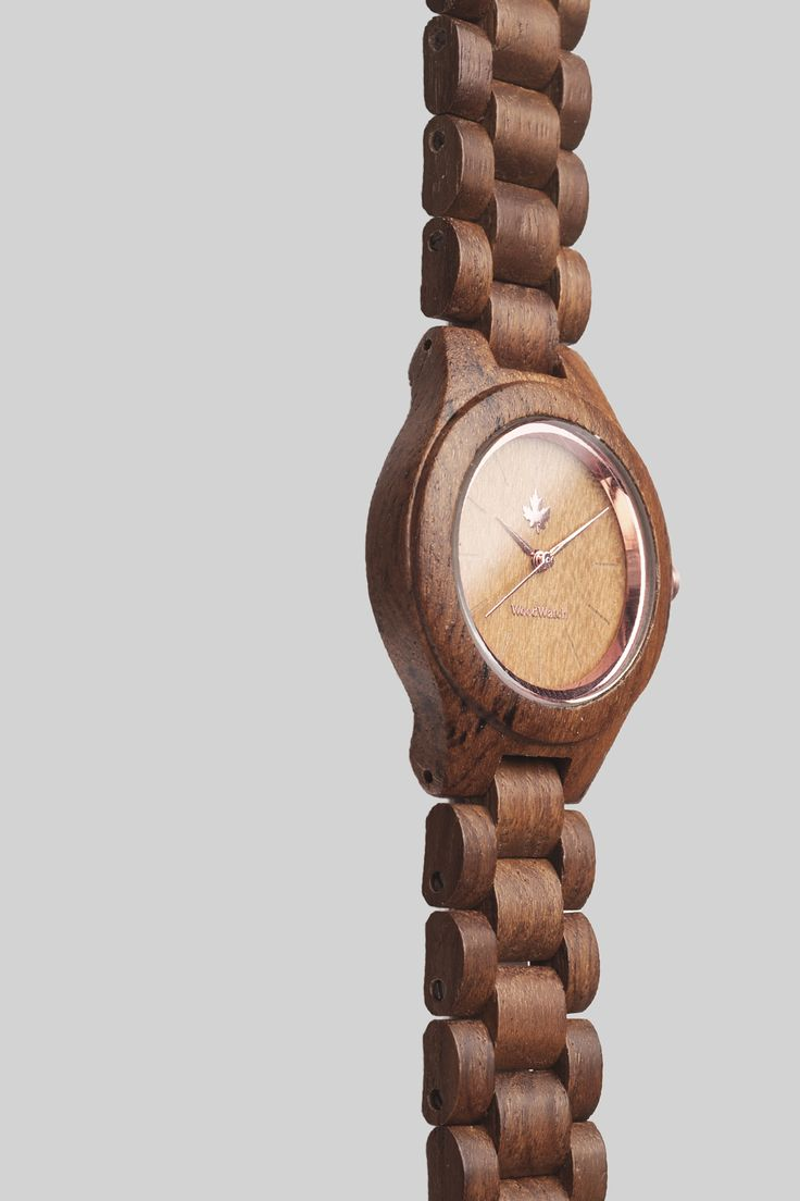 Teak Rosegold edition – WoodWatch FEMME Collection. Made of natural teak wood, finished with rosegold details. A stylish and elegant watch for her.