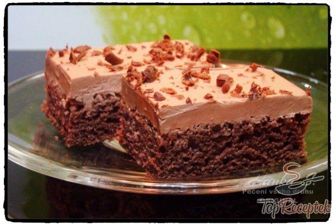 Gyors kefires kocka tejfölös-csokoládés öntettel | TopReceptek.hu