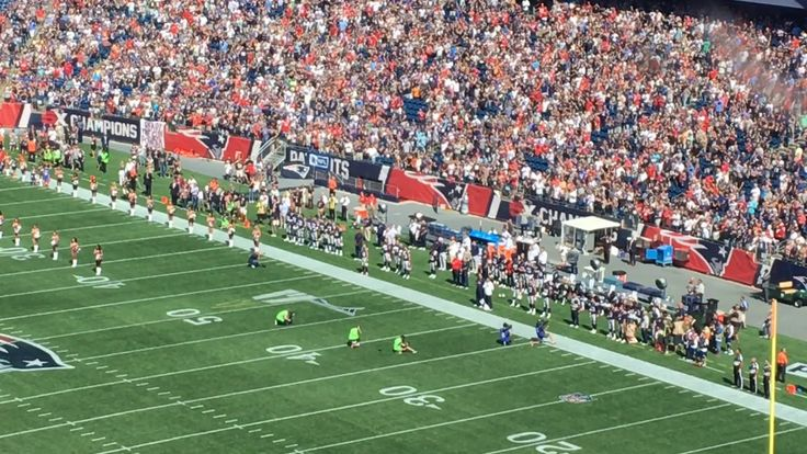 New England Patriots players kneel for national anthem, booed by Gillett...