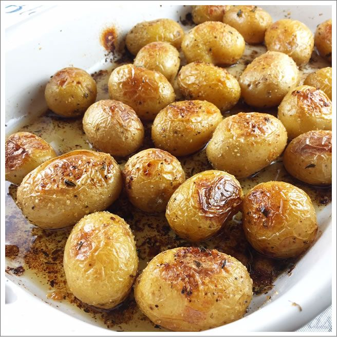 I love roasted potatoes and we usually make them from Russets.  For this recipe, I decided to try these small Honey Gold Potatoes.  They're the perfect two bite potatoes and when roasted they are heavenly.  They have a natural buttery taste and a creamy texture…perfect for roasting! Recipe: Roasted Honey Gold Potatoes   Save Print …