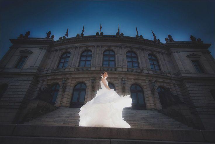 Prague pre weddings / W&E romantic session at the Rudolfinum
