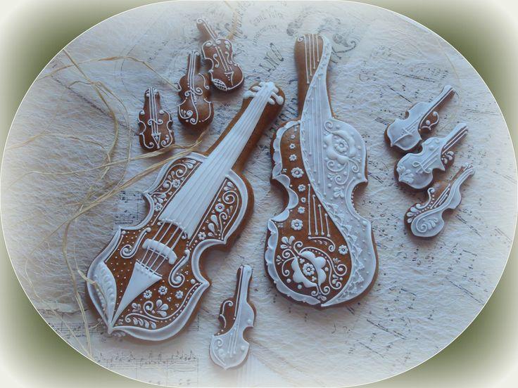 Housle cena je za jedny velké housle vel.: 27 cm na výšku, šířka je dána výškou, aby poměrově vyhovovalo Variace: je možno zakoupit s housličkami, ty dávám samostatně do variace tohoto zboží. Ve variaci další si můžete také zvolit variantu housle +krabičku (vyberte si barvu krabičky+ housličky a nebo housle + celofán. Prosím vyberte si, jaký typ ...