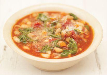 Supa minestrone reteta Jamie Oliver- e pot obtine 6 portii de supa consistenta si uimitoare ca gust. Sosurile de paste Jamie Oliver sunt perfecte pentru crearea de feluri de mancare simple, dar delicioase si foarte aromate.