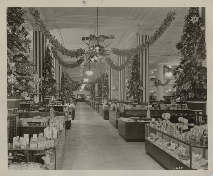 Main floor of Horne's Department Store decorated for Christmas, 1948. Horne's Department Store Photographs, MSP 398, Detre Library & Archives, Heinz History Center.