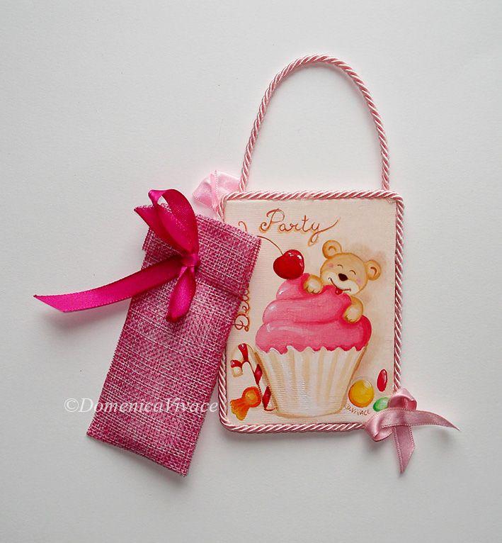 Mini quadretto compleanno cm 7x10 dipinto e confezionato a mano, completo di sacchetto porta-confetti.