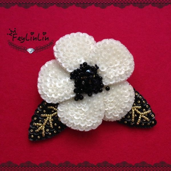 Brooch embroidered with beads and sequins ||| Вышитая бисером и пайетками объемная брошь _______________ #FeyLinLin #sequins #embroidery #beads #beadembroidered #brooch #брошь #пайетки #вышивка #бисер #ビーズ刺繍