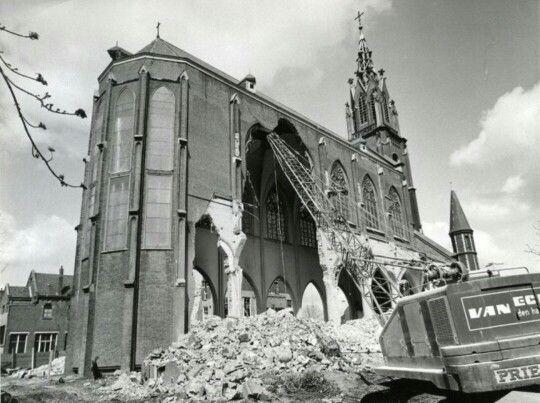 Sloop van de Frankelandse kerk aan de Nieuwe Haven in 1969. Mijn moeder (89) is er nu nog boos om.
