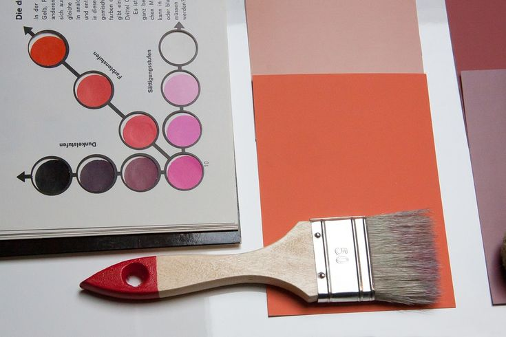 Choosing a paint colour for a space in your home is tough decision. Some homeowners can spend hours agonizing over those tiny paint chips at the hardware store before deciding on the perfect one. How frustrating is it then to spend all that money on paint, not to mention the time spent painting, only to discover the colour looks completely different than you imagined on your walls. The culprit could be lighting.