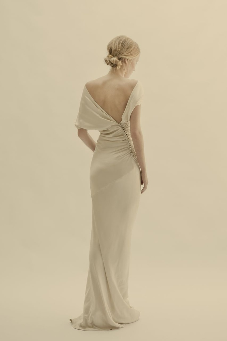 Cortana wedding dress. Gorgeous, but how does it stay up?