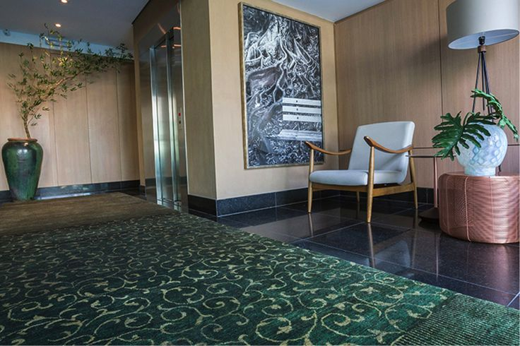 Olha o luxo que este tapete paquistanês Mardan, da Marie Camille, imprimiu ao projeto da Thaïs Soares Donato. Deslumbrante!! #tapete #projeto #casa #design #arquitetura #MariaCamille