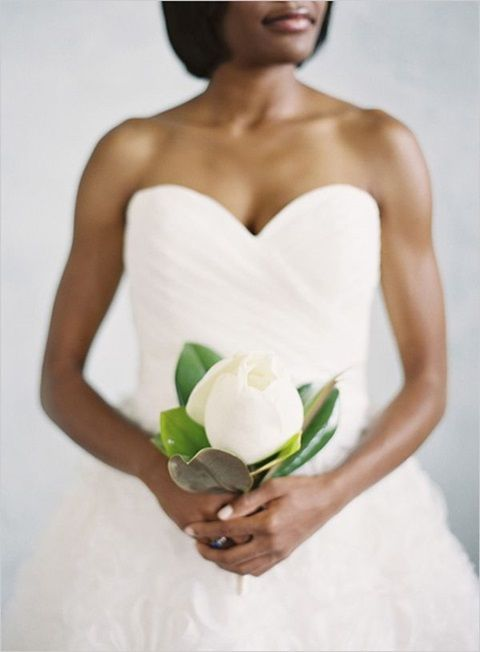 Beautiful Minimalism: 42 Single Bloom Bouquets For Brides And Bridesmaids | HappyWedd.com