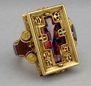 Anillo de Oro Rubí 1351- 1457 encontrado por el río Támesis Inglaterra.
