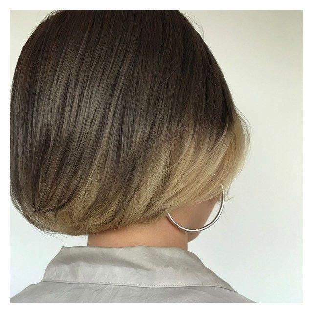 カットで見せるインナーカラー。上は暖かみのあるウォームグレージュ、下はペールなホワイトベージュ!オシャレ〜! #velohairsalon #vetica #hair #カラー#インナーカラー