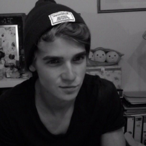 Joe Sugg-nahh this is more attractive :)