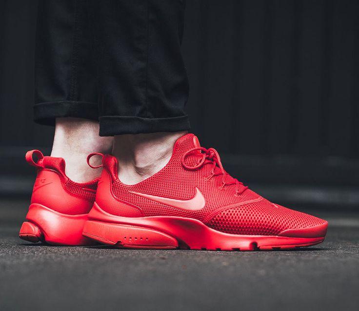 Buty Air Presto Fly to całkiem nowy model ze stajni Nike Sportswear, który zadebiutował kilka tygodni temu. pokazywaliśmy Wam już wersje All Black oraz All White, a także Midnight Navy. Dziś przed Wami wersja opisana w skrócie jako University Red. Bazą dla designerów były oczywiście klasyczne Air Presto, tyle że zrezygnowano z bocznej klatki i …