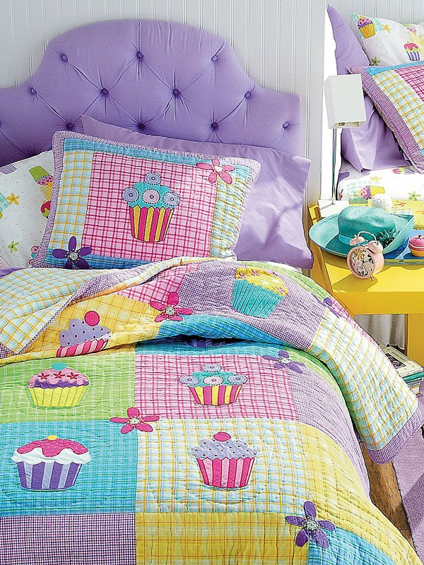 Girls Bedding: Cupcake Quilt Bedding
