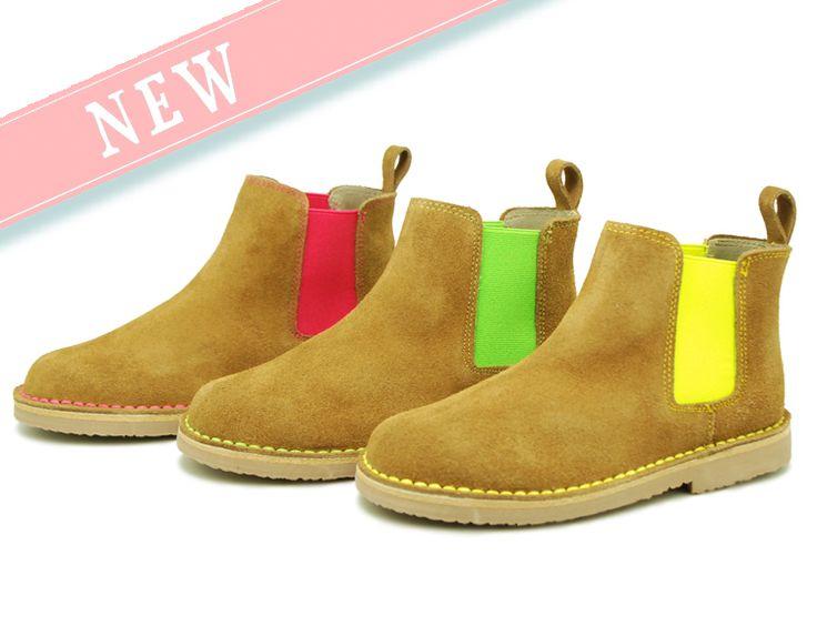 Tienda online de calzado infantil Okaaspain. Botín en serraje a contraste con elástico. Calidad al mejor precio hecho en España.