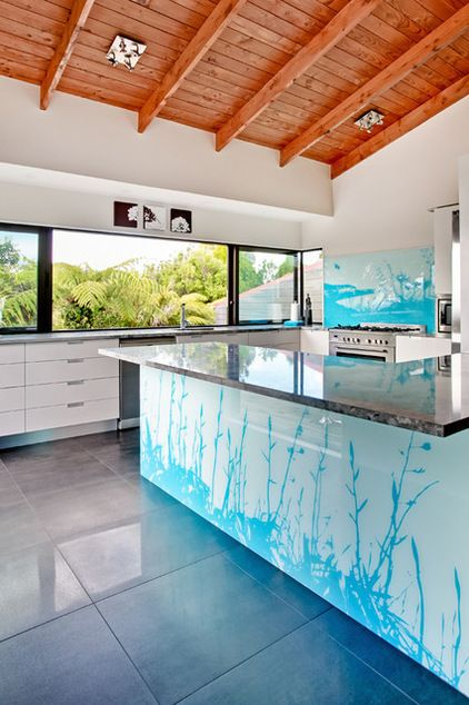 Have you ever seen such a thing. .?.. Printed glass. The look is created by printing an image directly onto the glass before affixing it to the island. Beautiful. .