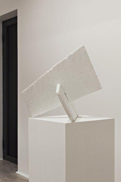 Fabio Viale - Croce, 2015, marmo bianco, cm 50x44x44, courtesy Galleria Poggiali e Forconi - Contemporary sacred art | CoSA